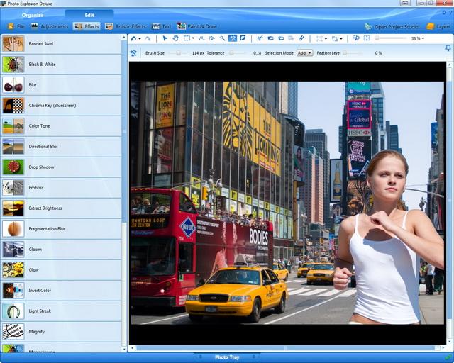 Paso 6: añada a la chica corriendo con los contornos acentuados al nuevo fondo (en este caso, Nueva York). ¡Ahora ya sabe cómo crear asombrosos montajes!