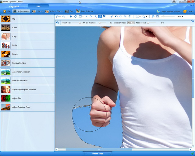 Step 2: see how precisely Photo Cutout 5.0 differentiates the outlines of the runner from the background. The object is cut out with pixel-accurate precision.